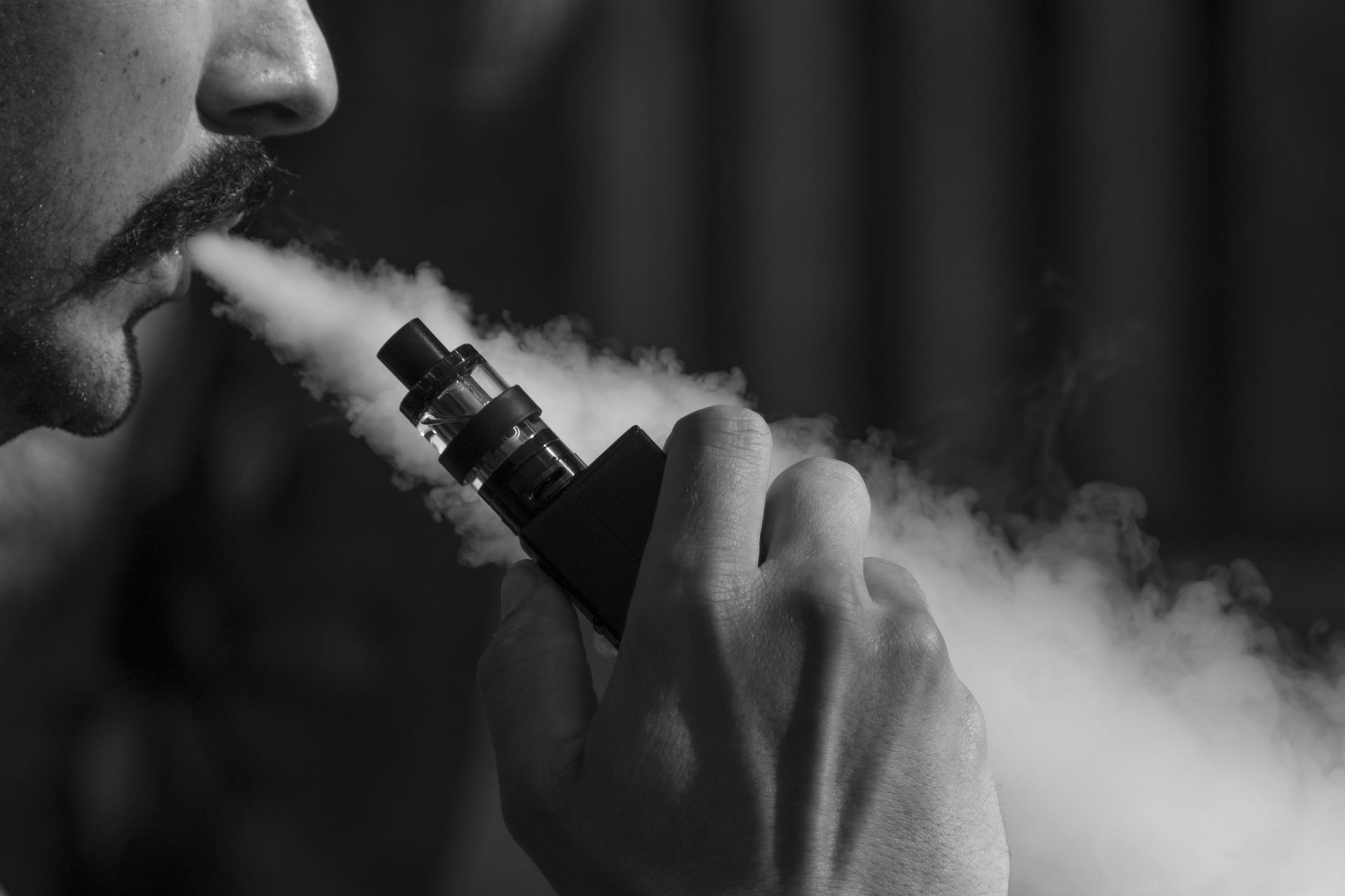 Cigarette électronique : est-ce dangereux de s'en servir ?